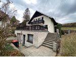 Ein- oder Zwei-Familien-Haus mit Garage, Terrasse, Balkon und Garten in absoluter Ruhelage
