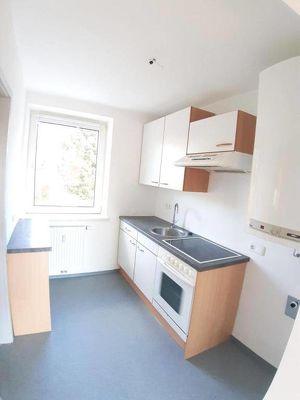 Neuwertige helle 2 Zimmerwohnung mit Küche  in schöner Ruhelage mit Ganztagessonne - provisionsfrei!