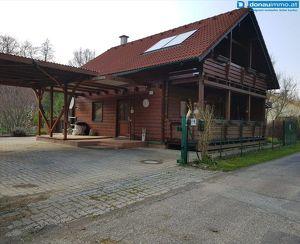 Charmantes Holzblockhaus mit schönem Garten nahe Güssing