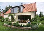 +++ U-förmig errichtetes Einfamilienhaus mit Hoftrakt +++