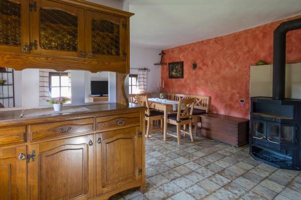 Stube mit Wohn- und Essbereich und Küche
