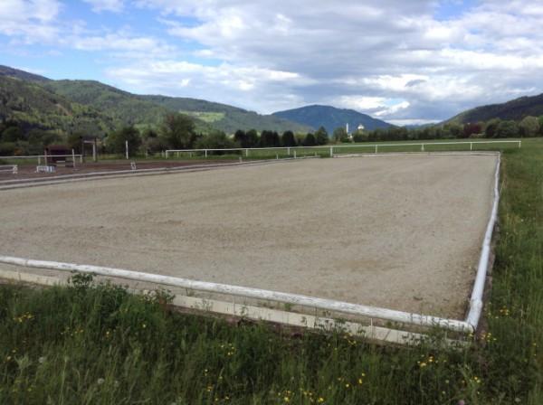 Dressurplatz 20×60 Meter für sportliches Dressurreiten