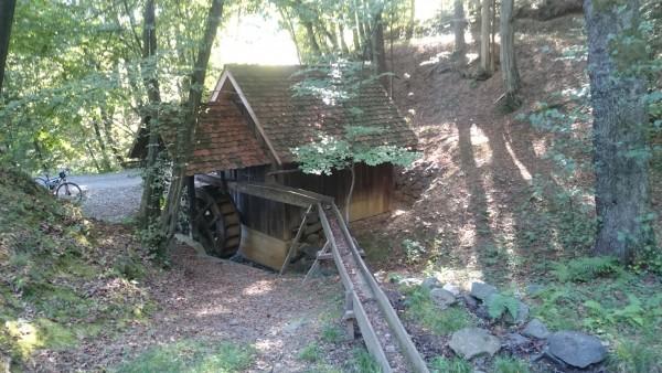 Der Wasserzufluss zur Mühle