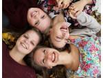 HAK-SchülerInnen bitten Niederösterreich, für einen guten Zweck zu lachen!!