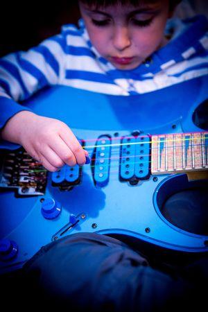 Gitarrenunterricht durch professionellen Gitarristen für Kinder ab 4 Jahren