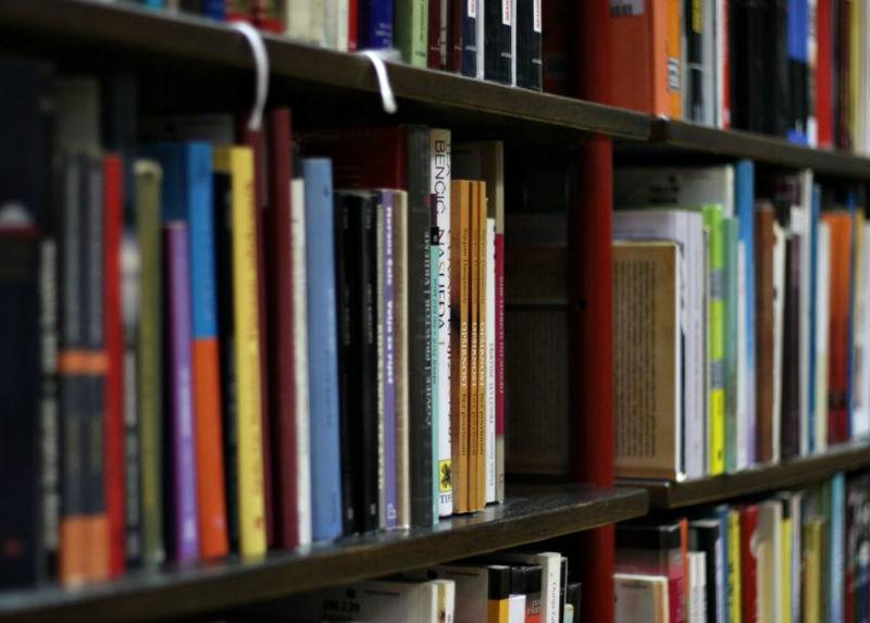 Es wird  Verkaufer in die Buchhandlung  gesucht