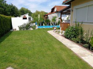 """Top gepflegtes Gartenhaus in Pucking direkt am See"""