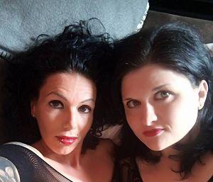 Zwei Frauen suchen Ihn