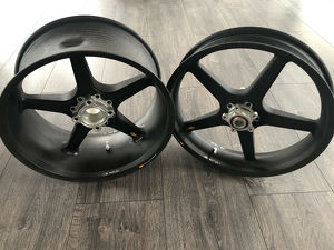 BST Carbon Felgen-Set