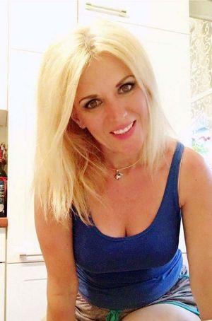 zärtliche Blondine sucht charmanten Mann