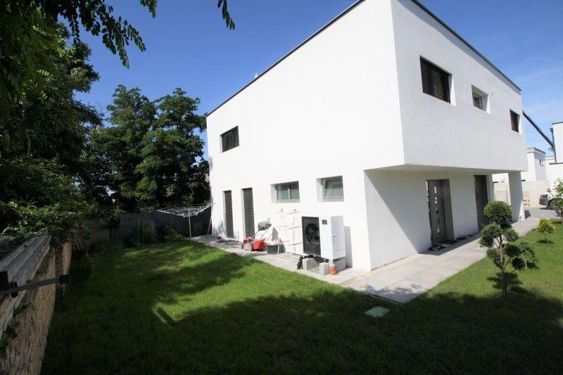 Neubaudomizil mit Luxus-Ausstattung: 6 Zimmer, 3 Bäder, 4 WC, Keller, Pool!!!