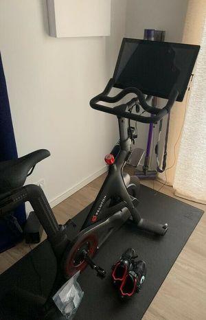 Peleton Bike - Indoor Fitnessbike Mit Zubehör