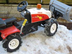 Neue Schneeketten für Kinderfahrzeuge