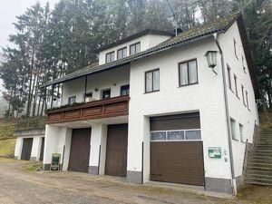 Vermietetes Miethaus mit 3 Wohnung und bis zu 6 Garagenplätzen in Lasberg bei Freistadt.