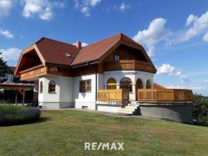Schönes, hochwertig ausgestattetes Haus mit Pool