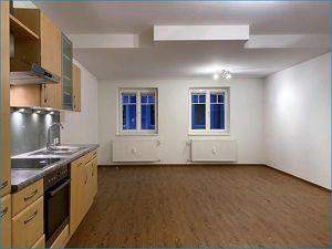 Wohnung mit riesiger Terrasse in zentraler Lage