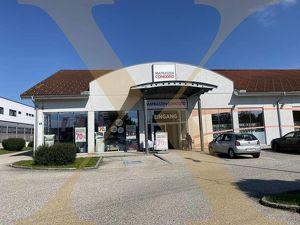 Gastrofläche mit Schaufensterfront in Fachmarktzentrum von Ansfelden zu vermieten!