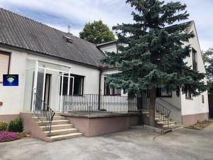 Landhaus mit großem Grund und vielen Nebengebäuden - 0010790