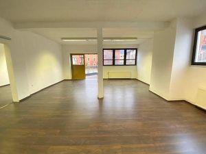 Ibk/Pradl: Büro/Atelier/Lagerräume im Loftstil inkl. 1 Autostellplatz (im Freien)