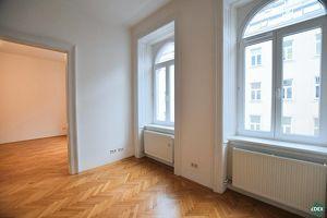 5-Zimmer-Altbaubüro auf der Gymnasiumstraße
