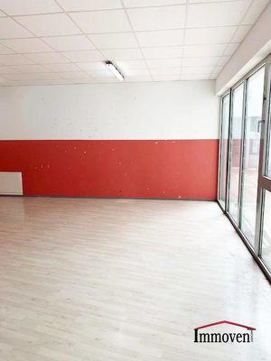 Helle ruhige Bürofläche mit Innenhof