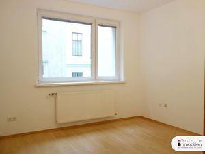 VIDEO: Schöne, renovierte 3-Zimmer-Wohnung Nähe Schottentor (WG-geeignet) !