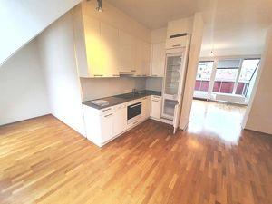 Dachgeschoss - Helle 3 Zimmer Wohnung mit 2 Terrasse im 6. Bezirk