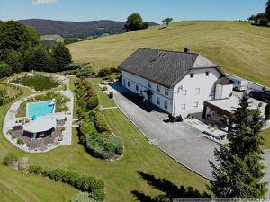 Landhaus mit wunderschönen Gartenanlage mit Biotop und Pool