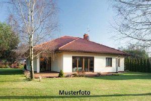 Einfamilienhaus mit Gartenhütte
