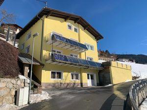 Mehrfamilienhaus mit 3 Wohneinheiten auf großem Grundstück in sonniger Aussichtslage