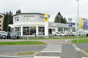 Modernes Autohaus mit Werkstätte und Waschanlage (Wohnung)