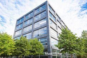 + Bürogebäude mit Pkw-Stellplätzen +