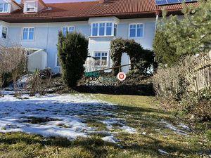 TOP Ruhelage - Reihenhaus mit Terrasse und Garten, unterkellert mit Garage in Retz zu kaufen!