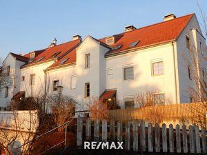Gartenwohnung mit Terrasse und Tiefgaragenplatz