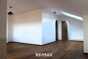 Miete: Geräumige 1-Zimmer Wohnung mit Autoabstellplatz in Rum