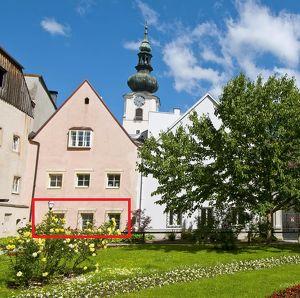 All-inclusive rental in privileged location overlooking the Burggarten / All-inklusive Starterwohnung direkt am Burggarten