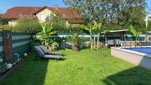 Charmante Haushälfte mit Garten und Pool
