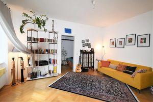 Wunderschöne sanierte Altbauwohnung in ruhiger Innenhoflage mit Balkon!