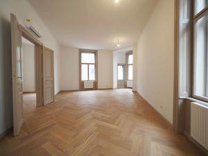 GUMPENDORFER STRASSE   4-Zimmer-Altbauwohnung   ERSTBEZUG
