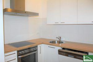 WOHNEN BEIM NASCHMARKT! SUPER BIG SIZE - 2 Zimmer inklusive Küche! U-Bahn vor der Tür!