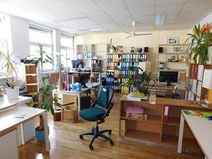 Ruhiges, helles Büro im Zentrum, Parkplätze
