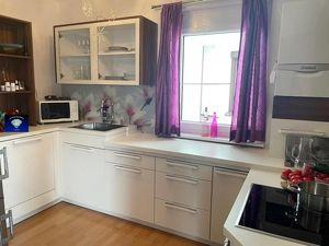 Hier werden Sie sich sehr wohlfühlen: Top- Wohnung mit Balkon - 000980