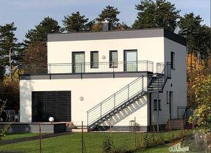 Tolles Einfamilienhaus mit 2 großen Terrassen (60m²) und 1800m² Grund am Waldrand gelegen – Bahnhof ums Eck