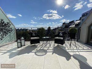 (EXKLUSIVER ERSTBEZUG) Traumhafte DG Wohnung im Palais+ unverbauter Traumblick (S/W) + 2Terrassen+top Lage