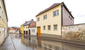 Ein oder Zweifamilienhaus, Nebengebäude, Sanierungsbedürftig