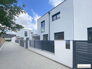 SCHLÜSSELFERTIG! Traumhafte Doppelhaushälfte mit großzügiger Wohnfläche & Carport für zwei Autos!