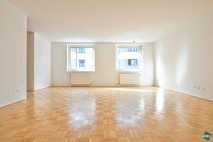 Erstbezug nach Sanierung: Große, helle 2 Zimmer-Wohnung im Herzen des 7. Bezirks