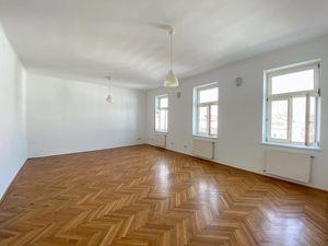 Geräumige 108 m2 große, 3 Zimmer Mietwohnung direkt beim Bacherplatz!