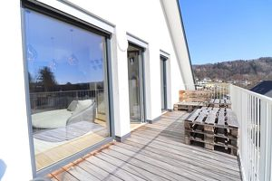 MANTSCHA: Neuwertiges Juwel mit sonnigem Balkon