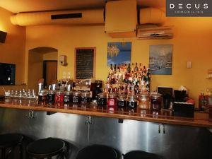 CAFE - BAR IN EINEM KLASSISCHEN ALTBAU MITTEN IM 7. BEZIRK